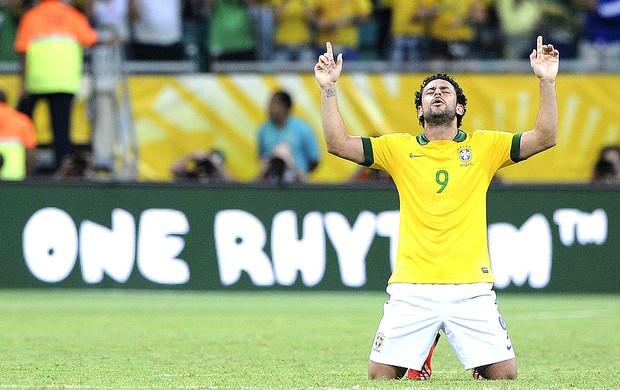 Fred gol Brasil jogo Itália em Salvador (Foto: EFE)