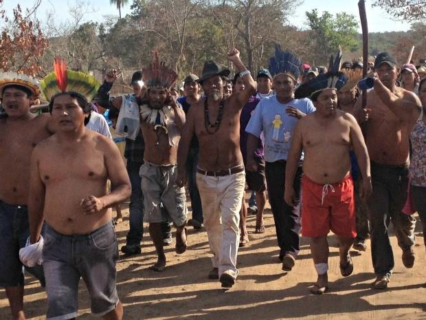 Índios caminharam até área limite de demarcação.  (Foto: Yarima Mecchi / G1 MS)