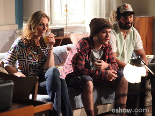 O trio custa a entender a verdade (Foto: Carol Caminha / TV Globo)