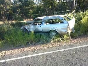Carro onde estavam a vítima fatal e os dois feridos em estado grave  (Foto: Divulgação / Polícia Militar)