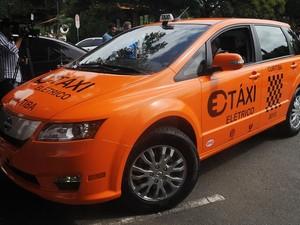 Dois táxis elétrico serão testados durante três meses (Foto: Everson Bressan/SMCS/Divulgação)