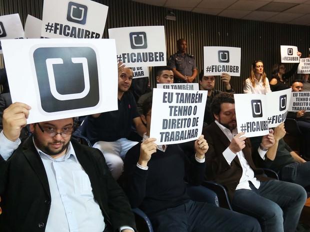 Motoristas protestam a favor do Uber durante votação na Câmara de SP (Foto: Leonardo Benassatto/Futura Press/Estadão Conteúdo)