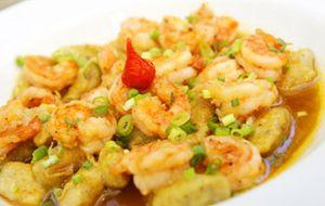 Nhoque de banana-da-terra com camarão
