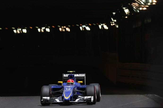 Felipe Nasr saindo do famoso túnel no GP de Mônaco (Foto: AFP)