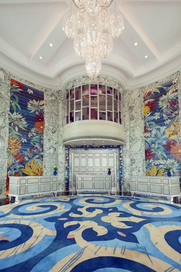 Hotel de luxo no Vietnã todo coberto por mosaicos coloridos (Foto: Divulgação)