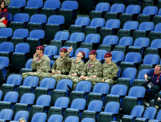 soldados militares ginásio disputa ginástica londres 2012 (Foto: Agência Reuters)
