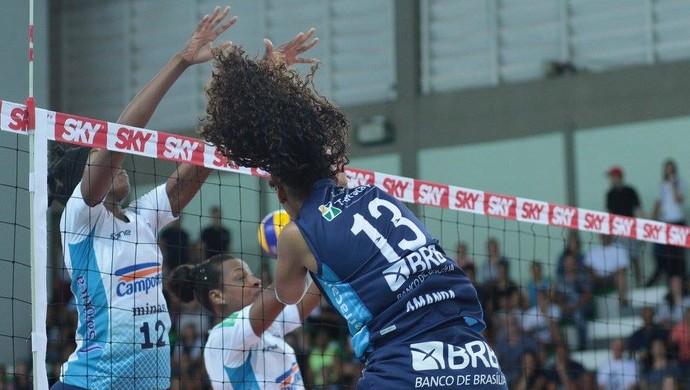 Eficiente na defesa, Minas conseguiu segurar o Brasília para vencer a sétima na Superliga (Foto: Felipe Costa/Brasília)