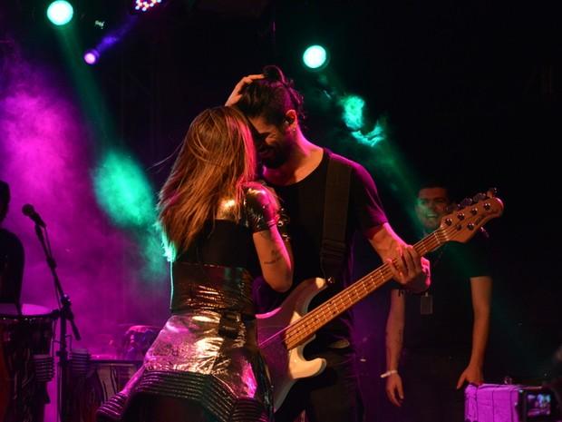 Alinne Rosa e Rodrigo Fróes em show no Recife, em Pernambuco (Foto: Felipe Souto Maior/ Ag. News)