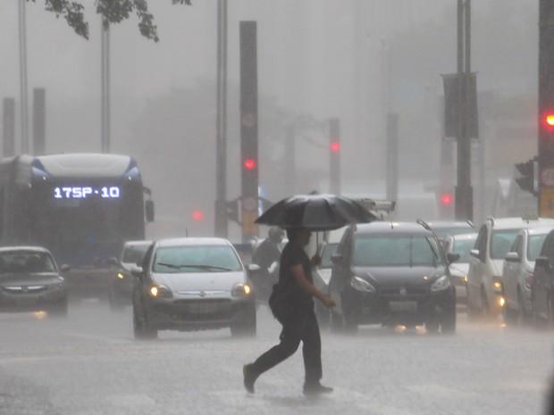 2707d49e9d2d Fevereiro tem chuva 16% acima da média em SP e tarde mais fria do ano.  Segundo ...
