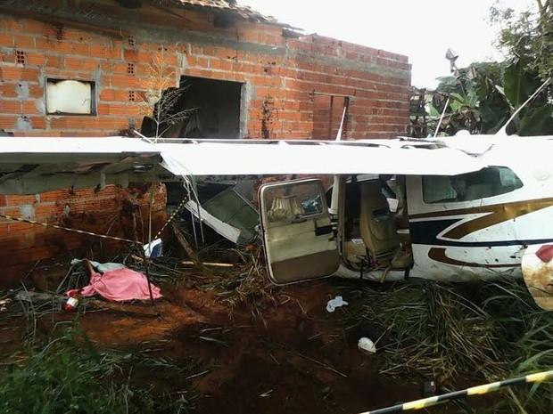 A aeronave atingiu uma casa no setor Nova Araguaína (Foto: Lindomar de Souza Lima/Arquivo Pessoal)