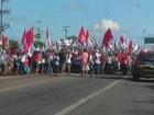 Manifestação contra o impeachment bloqueia trecho da BR-116 no Ceará