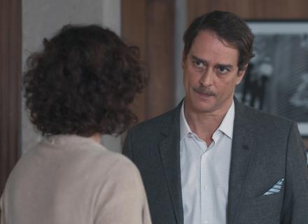 Edgar pede perdão a Marta e Lica vê tudo
