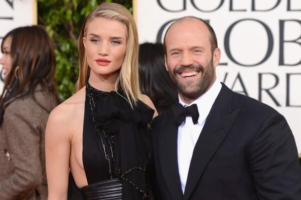 Olha só que dupla: o galã e a mocinha dos blockbusters de ação. Jason Statham e Rose Huntington-Whiteley estão juntos há quatro anos, apesar da diferença de dezenove anos de idade entre os dois. (Foto: Getty Images)