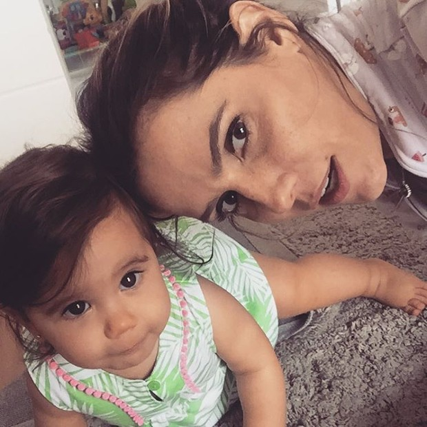 Deborah Secco com Maria Flor (Foto: Reprodução/Instagram)