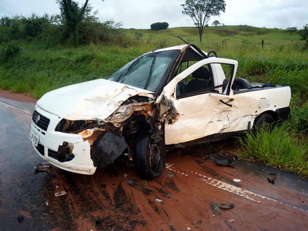 Veículo Strada e Gol bateram de frente no km 69 da rodovia em Analândia (Foto: Antonio Ademir Naresi/Arquivo pessoal)