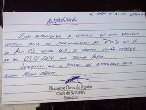Documento autorizando entrada de freezer para presos no RDD (Foto: Arquivo pessoal)