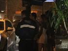Voltaram? Daniel Rocha janta com Rafaella Cito no Rio