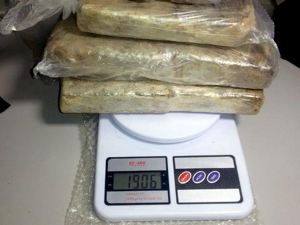 Guardas apreenderam quase 2kg de maconha em Piracicaba (Foto: Barbosa Neto/Programa Piracicaba Agora)