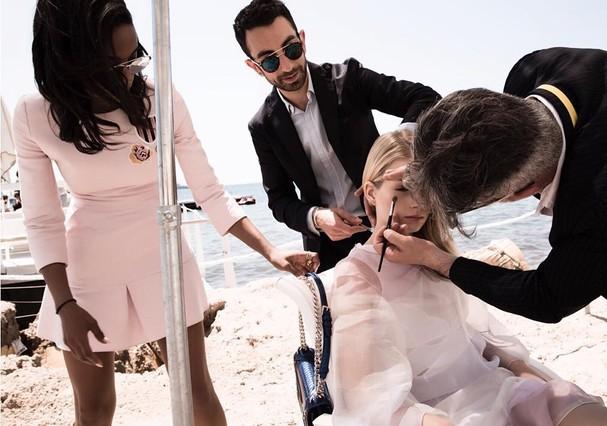 Fanny Bourdette-Donon em shooting da Dior em Cannes (Foto: Instagram/Reprodução)