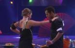Maria Claudia faz dancinha sensual para Matheus na Festa Dobraduras