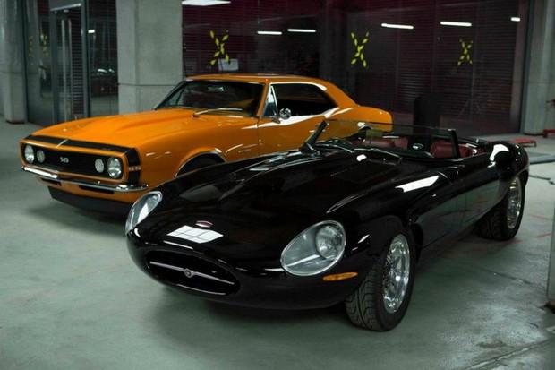 Chevrolet Camaro SS e  Eagle Speedster uma variação do Jaguar E-Type (Foto: Divulgação)