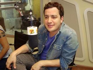 Rafael Cortez na rádio transamérica (Foto: Divulgação)