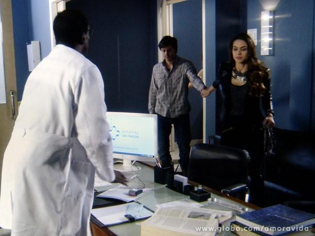 Leila leva Thales ao psiquiatra (Foto: Amor à Vida / TV Globo)
