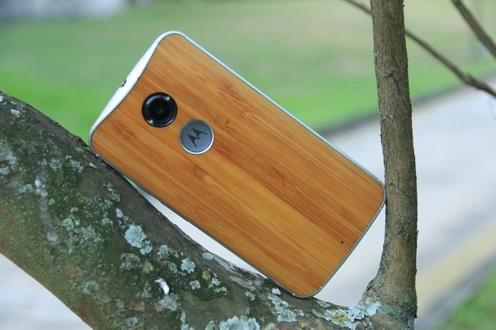 Traseira de bambu do novo Moto X (Foto: Lucas Mendes/TechTudo)
