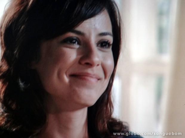 Simone fica feliz ao ver a irmã (Foto: Sangue Bom / TV Globo)