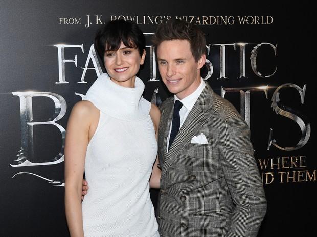 Katherine Waterston e Eddie Redmayne em première de filme em Nova York, nos Estados Unidos (Foto: Angela Weiss/ AFP)