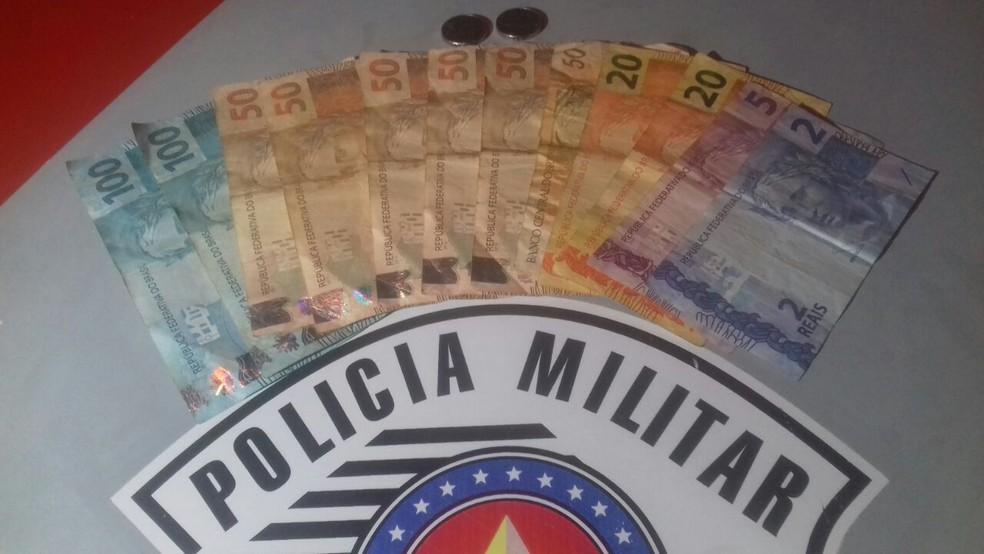 Dinheiro roubado de lotérica em Guarantã foi recuperado em Pirajuí (Foto: Divulgação/Polícia Militar)