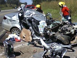 Dois passageiros morreram no local do acidente (Foto: Divulgação/PRF)