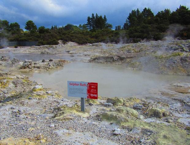 Hells Gate tem piscinas de enxofre e altas temperaturas (Foto: Juliana Cardilli/G1)
