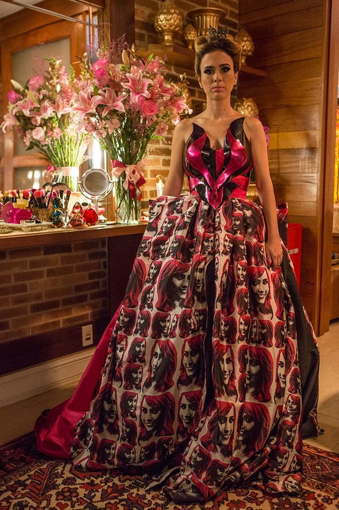 De gosto bem duvidoso esse vestido da Fedora, hein? (Foto: Felipe Monteiro/Gshow)
