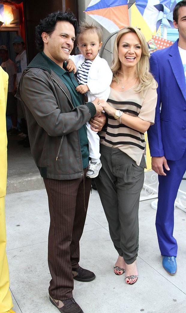 Eliana ao lado de Arthur e do marido, João Marcello Boscoli (Foto: Thiago Duran e Leo Franco/AgNews)