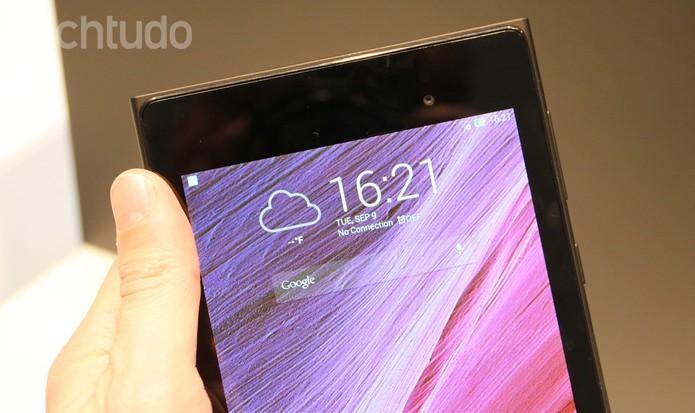 MEMO Pad 7 tem tela com resolução de 1920 x 1200 pixels  (Foto: Fabrício Vitorino/TechTudo)