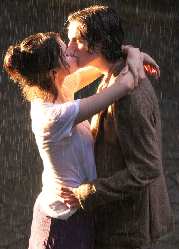 Selena Gomez e Timothee Chalamet filmam cena romântica (Foto: BackGrid)