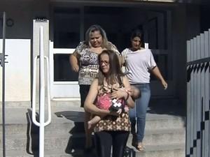 Mãe conseguiram medicamento para abril (Foto: Reprodução / TV TEM)