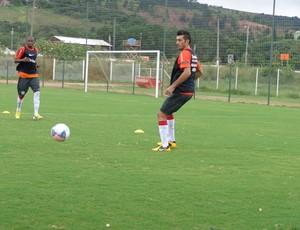 Dátolo participa de treino no CT Parque Gigante (Foto: Tomás Hammes / GLOBOESPORTE.COM)