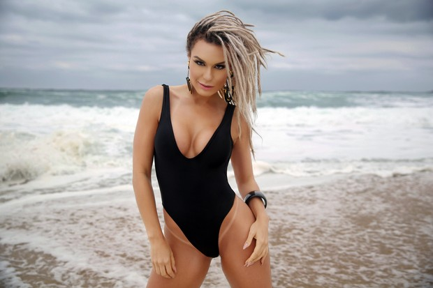 Fernanda Lacerda exibe boa forma em ensaio sensual (Foto: Davi Borges / MF Models Assessoria )