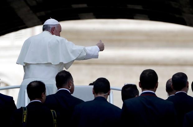 Pontífice expressou sua 'profunda dor' pelo o que está ocorrendo na cidade de Aleppo (Foto: Andrew Medichini/AP)