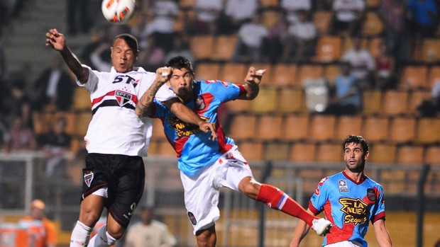 Luis Fabiano, São Paulo x Arsenal de Sarandi (Foto: Marcos Ribolli)