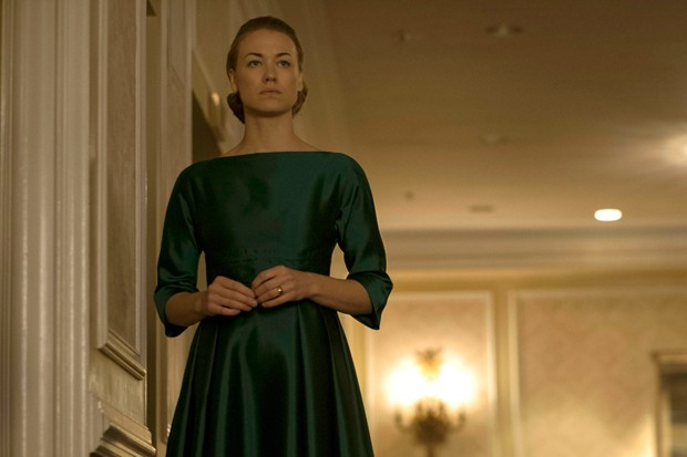 "The Handmaid's Tale  -- ""A Woman's Place"" Episode 106 -- A Mexican Ambassador visiting Gilead questions Offred about her life as a Handmaid. Serena Joy reflects on her marriage and the role she once played in Gilead's inception. Serena Joy (Yvonne Strahov (Foto: Hulu)"