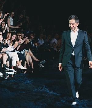 Marc recebe aplausos e lágrimas da legião de admiradores (Foto: Catwalking/Getty Images)