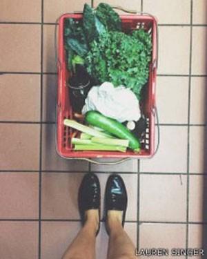 Comprar alimentos a granel reduziu o lixo  (Foto: Lauren Singer)