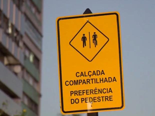 Prefeitura de Vitória coloca placas para conscientizar ciclistas (Foto: Reprodução / TV Gazeta)