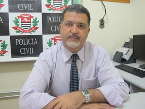 Delegado Wanderley Mange diz que suspeito será transferido para Santos, SP (Foto: Rodrigo Martins / G1)