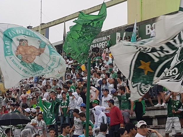 Torcedores começaram a entrar na Arena Condá por volta das 7h35 (Foto: Janir Júnior/Globoesporte.com)