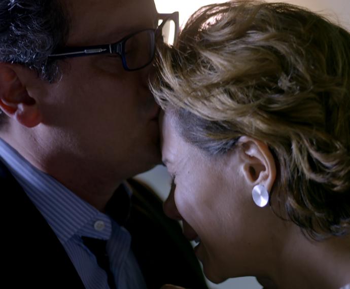 Miguel e Ana se emocionam no hospital (Foto: TV Globo)