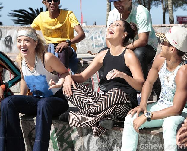 Juliana Paes e Angélica se divertem em orla no Rio (Foto: Felipe Monteiro)